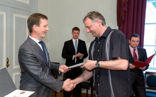 Rektor Volli Kalm ja peatreener Gert Kullamäe (FOTO: Andres Tennus)