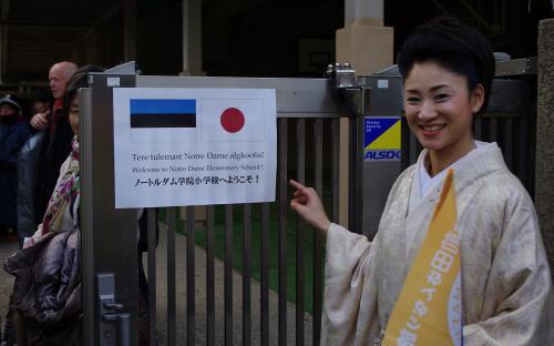 Kumiko Maeda oli koori üks reisijuhte Tokyos. Ta oli alati kimonos ning nägi selles väga hea välja!