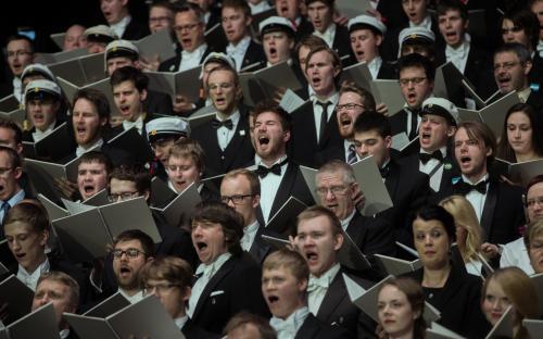 Galakontserdil A. Le Coqi spordihallis oli fookuses Ukraina sündmustest tõukuv laulmine vabadusele. «Free man!»