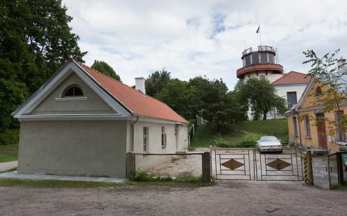 Rektorite sihtasutus kolis tähetorni kompleksi renoveeritud tõllakuuri.