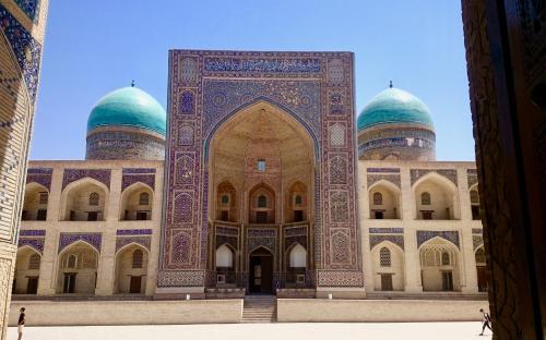 Mir-i Arabi medrese Buhhaaras. Ka tänapäeval antakse seal religioosset haridust.