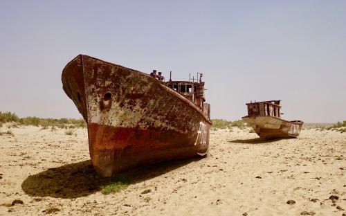 Laevavrakid Mojnaqis, kus kunagi laius Araali meri.