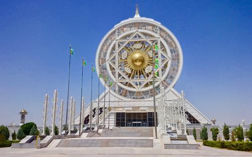 Maailma suurim sisetingimustes asuv vaateratas Aşgabatis.