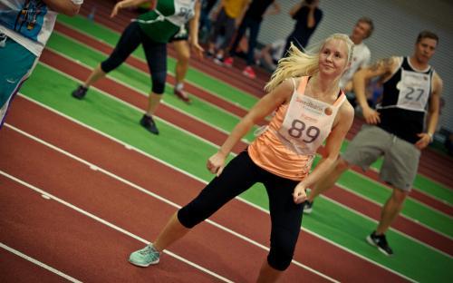 Tudengiaeroobika meelitab noored spordisaali.